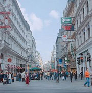 "shopping on elegant ""Kärntner Strasse"""
